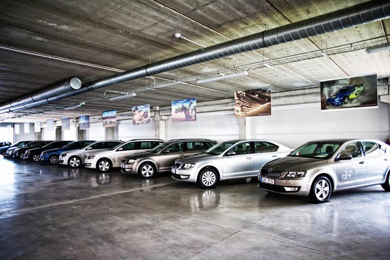 Největší krytý autosalon ojetých vozů byl otevřen v Praze