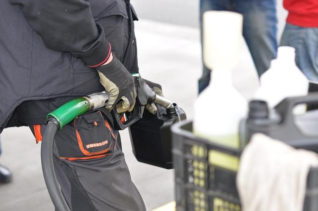 kanystr na naftu a benzín