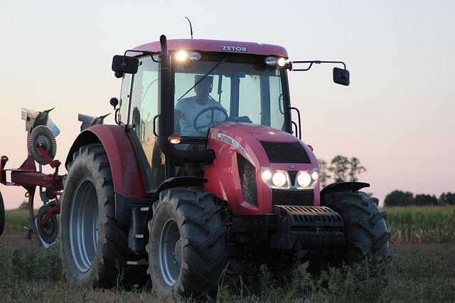 Nepostradatelný pomocník každého zemědělce: traktor Zetor
